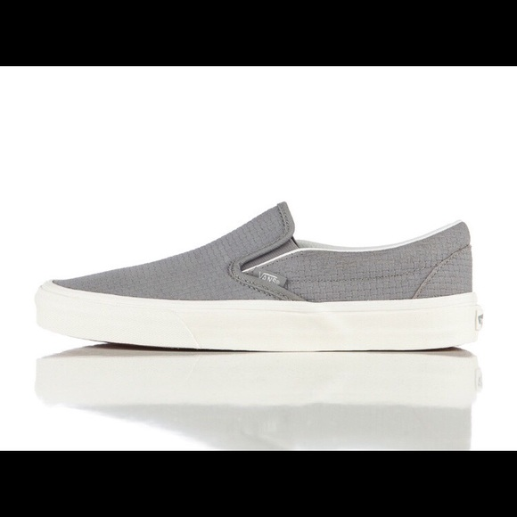 78a0cfda435fdc NWT classic Vans slip-on. Wild dove suede.